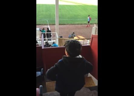 Vanspor maçını izleyen çocuğun isyanı (VİDEO)