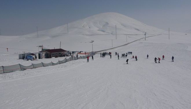 Çaldıran termal kayak merkezi renkli bir sezon geçiriyor