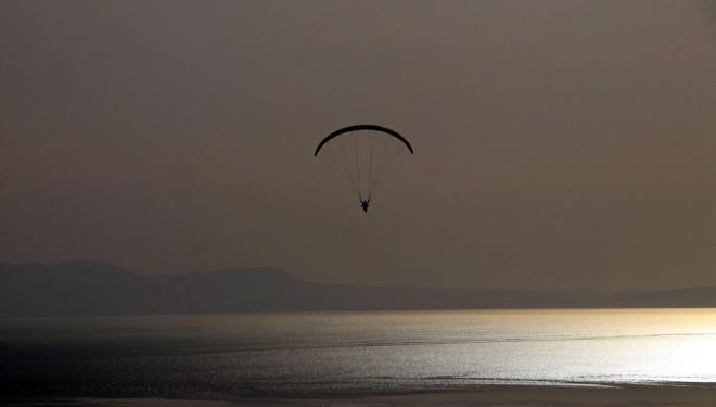 Van Gölü kıyıları, yamaç paraşütçülerin yeni adresi oldu