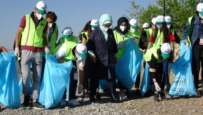 Emine Erdoğan ve Bakan Kurum Van Gölü'ndeki Temizlik Çalışmasına Katıldı