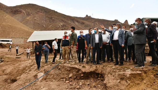 Vali Bilmez ve milletvekilleri sel bölgesinde incelemelerde bulundu