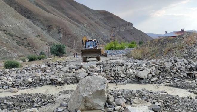 Van Büyükşehir Belediyesi sel bölgesindeki çalışmalarını sürdürüyor