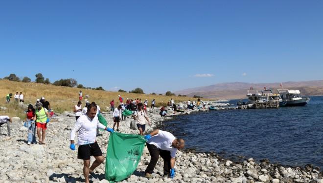 Van Gölü sahilinde temizlik yapıldı